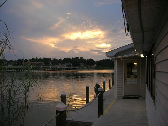 Marina Oyster Barn: Just in time to catch the sunset on Bayou Texar