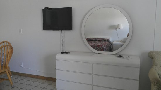 Napoli Belmar Resort: The dresser and TV.
