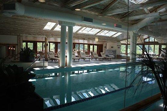 Topnotch Resort: Indoor pool /solarium in the spa.