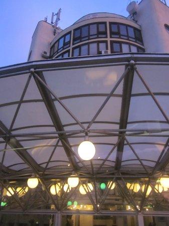 I Hotel: de hoofdingang