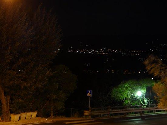 Hotel Porta Nuova : Vista noturna a partir da janela do apartamento.