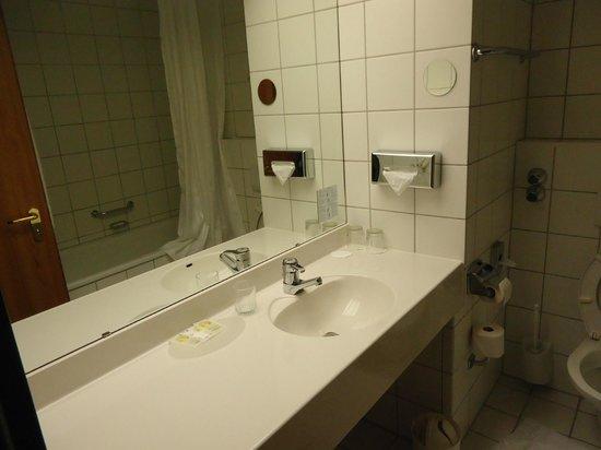 Arcadia Hotel Bottrop : banheiro