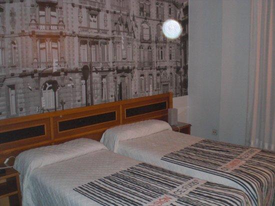 Hotel Photo Zabalburu: L a idea de las fotos es muy buena es lo único que merece la pena de toda la habitación