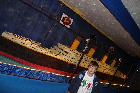 otra vista del titanic hecho por Galleros Artesanos