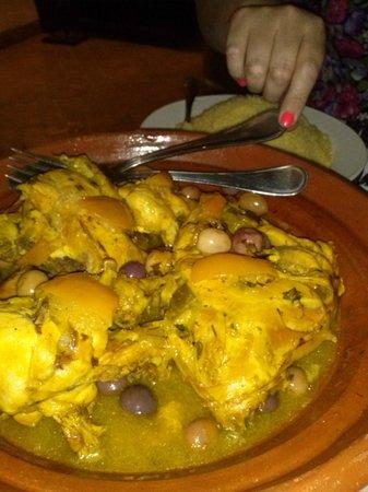 Palais Riad Calipau Marrakech: cena preparada en el riad