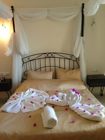 Hotel Cachet: Honeymoon Room