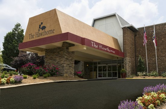 Hawthorne Inn and Conference Center: Hotel Entrance