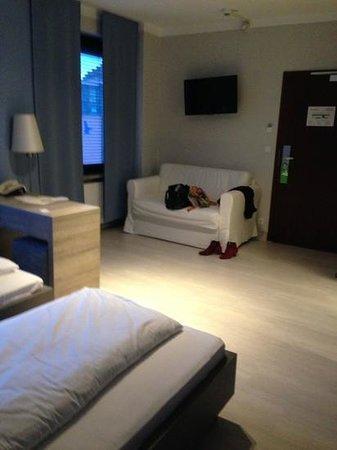 Hotel Dolomit : диванчик