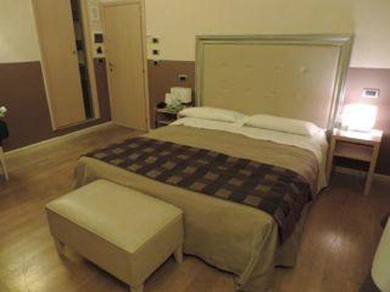 Hotel Alexander: bedroom
