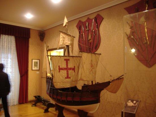 "Museo de Pontevedra: Pontevedra - Museo Provincial -Maqueta de la Nao Santa Maria ""La Gallega"""