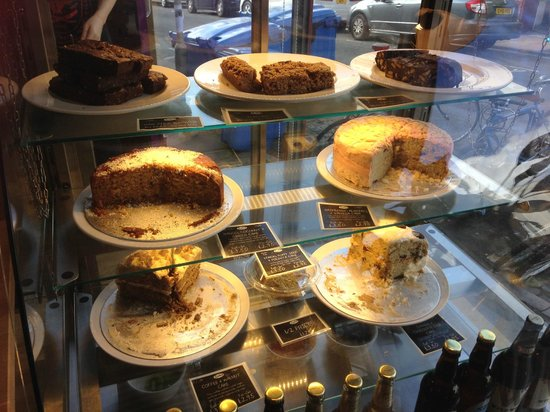 Iydea Western Road: Delicious cake selection