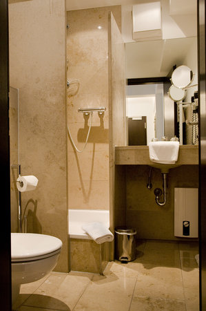BURNS Apartments: Badezimmer