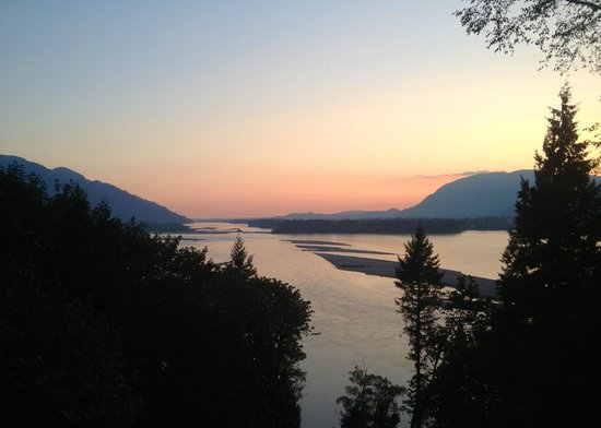 The Fraser River's Edge Bed & Breakfast Lodge: view from portch