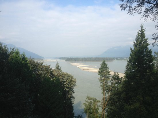 The Fraser River's Edge Bed & Breakfast Lodge: view from porch of Fraser River
