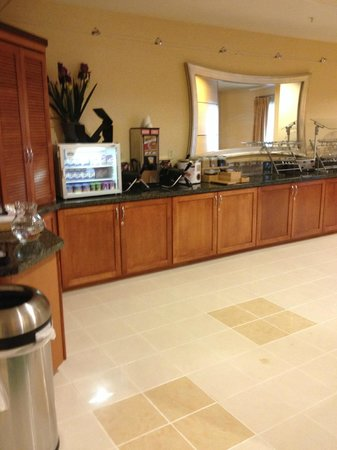 SpringHill Suites Lehi at Thanksgiving Point: Breakfast Bar