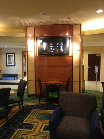 SpringHill Suites Lehi at Thanksgiving Point: Main dining area for breakfast