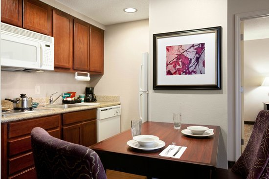 Homewood Suites Wallingford-Meriden: Two-Bedroom Suite Kitchen