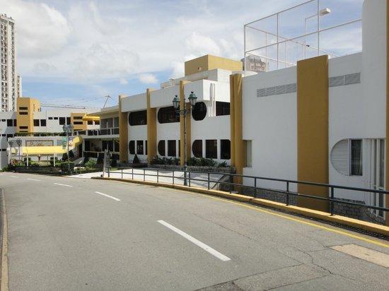 Pousada de Mong-Ha : Entrance to the hotel compound