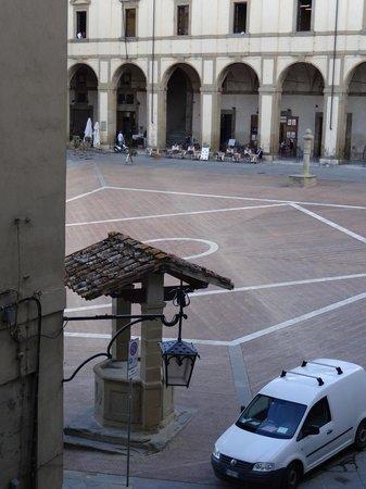 "La Corte del Re: Vista da Piazza Grande (aquela do filme ""A vida é bela"")."