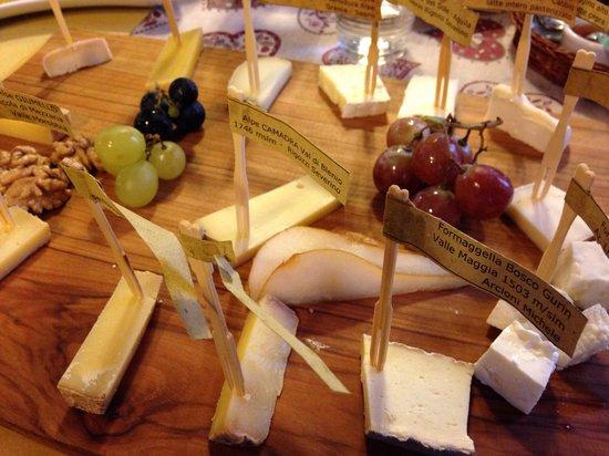 Grotto del Giuvan: Tagliere di formaggi