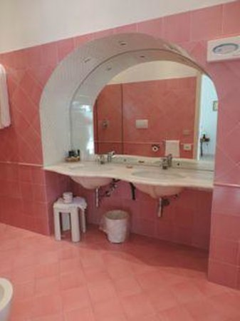 Hotel Savoia: large sink area
