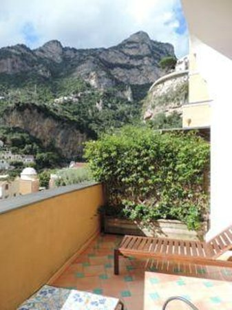 Hotel Savoia: view towards mountains from terrace