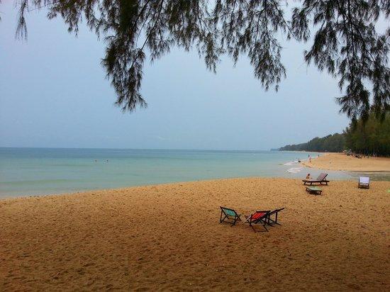 Lanta Castaway Beach Resort: beach
