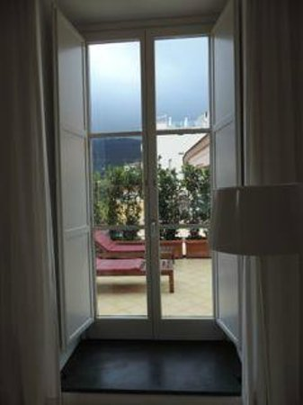 Palazzo Jannuzzi Relais: bedroom window looking out to terrace