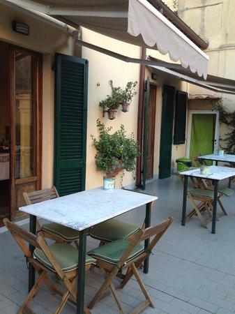 B&B Borgo Largo 51 : Terrazza e tavolini