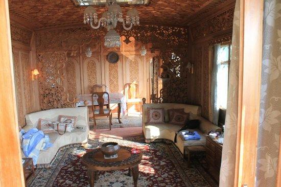 Mascot Houseboats: Living room