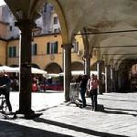 B&B Borgo Largo 51 : Piazza Sant'Omobono?
