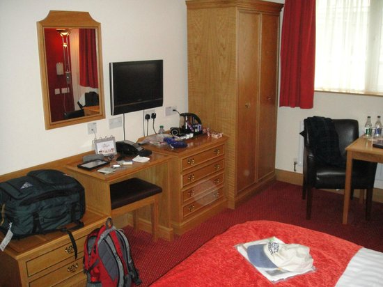 Adelphi Portrush : Desk and Dresser