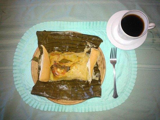 Managua, Nicaragua: Riquisimos Nacatamales de Masa de Papa!! Cerdo o Pollo!