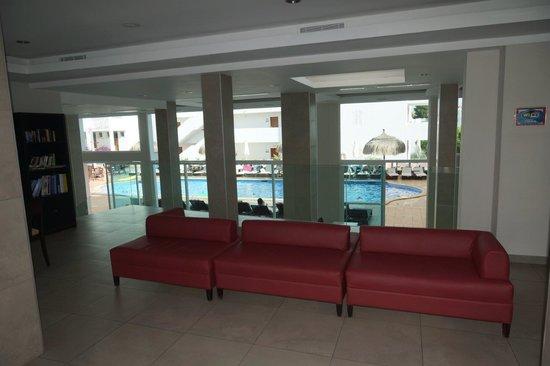 Aparthotel Ferrera Blanca: Reception area