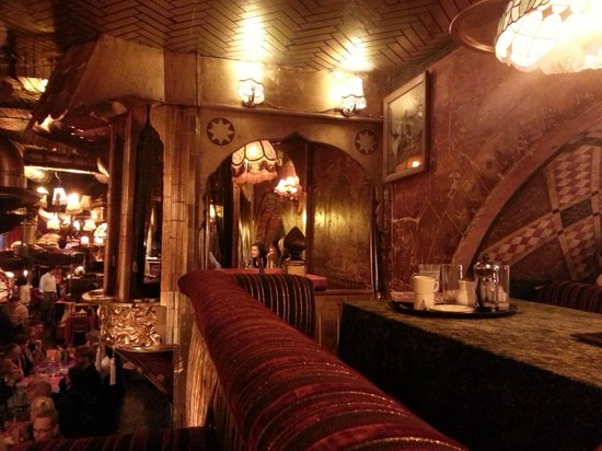 Amazing balcony seating picture of sarastro london for Restaurants with balcony