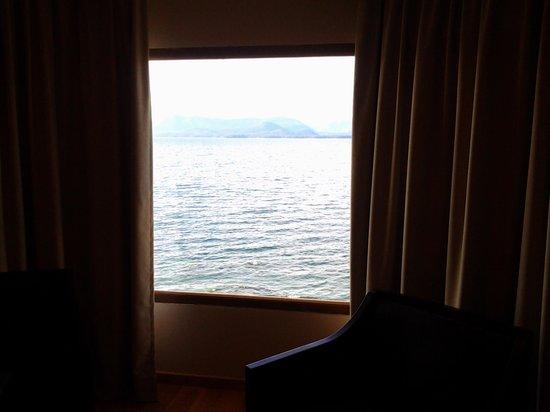 Alma del Lago Suites & Spa: vista del ventanal de la hanitacion