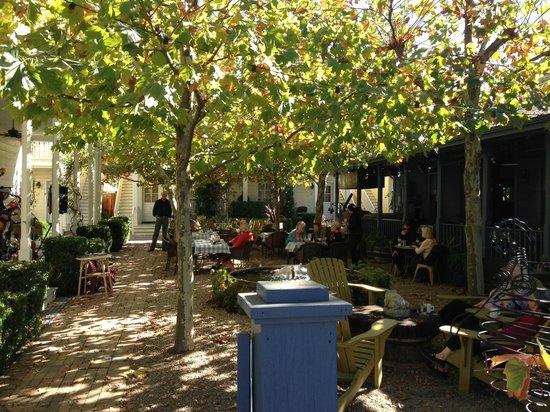 Tallman Hotel: Courtyard