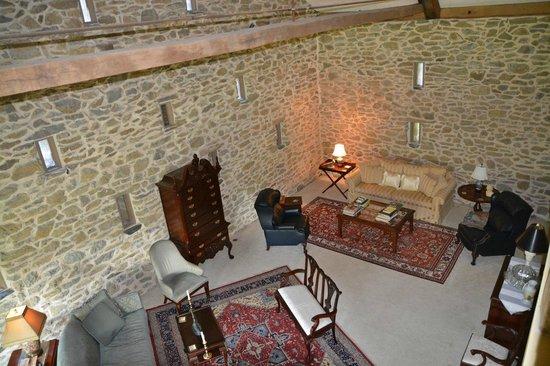 Pheasant Run Farm: Living room