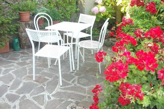 Alle Rive Bed and Breakfast: terrazzo colazione estate
