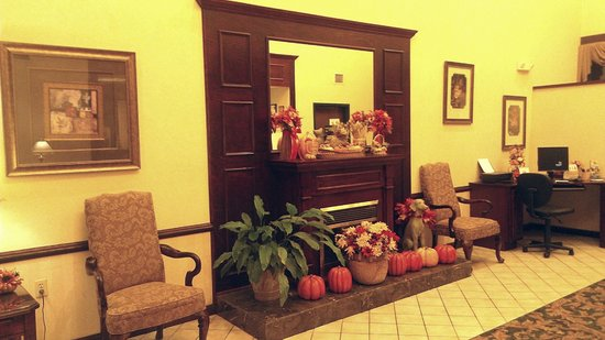 Comfort Inn: beautifully decorated lobby (sorry about the color from my smartphone)
