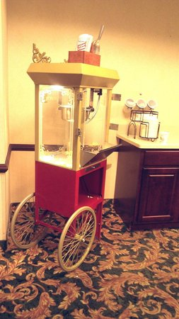 Comfort Inn: popcorn machine for guest snacks (sorry about color)