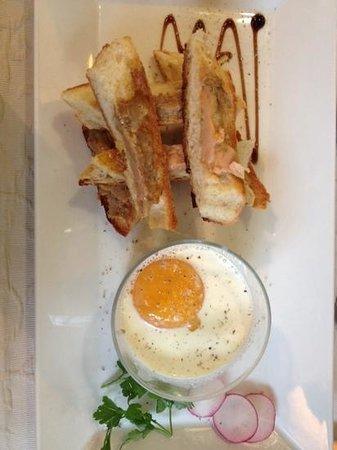 oeuf cocotte et mouillettes au foie gras