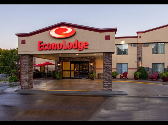 Econo Lodge - Mayo Clinic Area: Front Hotel Entrance