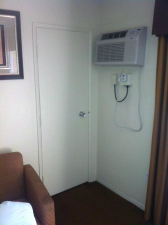 Days Inn Palm Springs: Air conditioner next to mysterious door