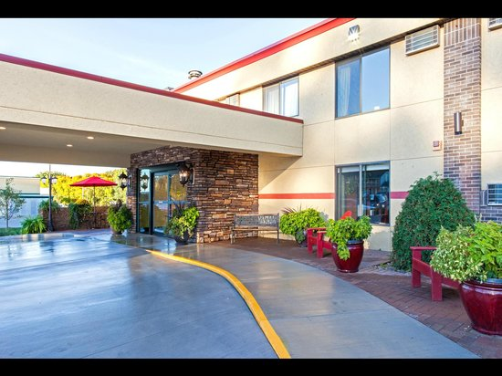 Econo Lodge - Mayo Clinic Area: Front Entry, easy access