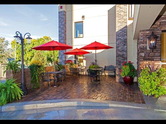 Econo Lodge - Mayo Clinic Area: Patio next to entrance (Summer)