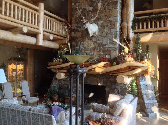 Sandy Salmon Bed & Breakfast: Open Great Room