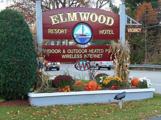 Elmwood Resort Hotel: beautful decorations for the season