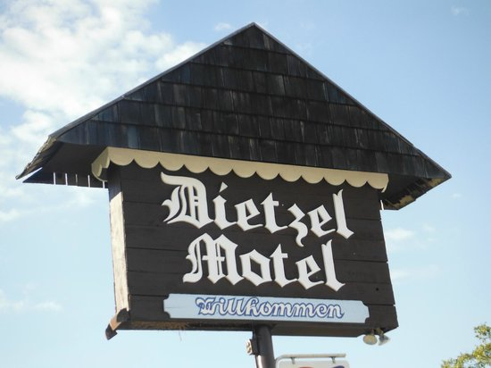 Dietzel Motel: The Sign