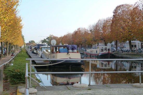 Rosenburg Hotel: Le canal qui longe l'hôtel